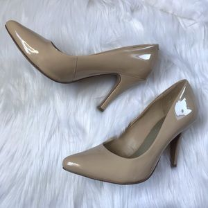 Nude Glossy Pointed Toe Heels Size 7